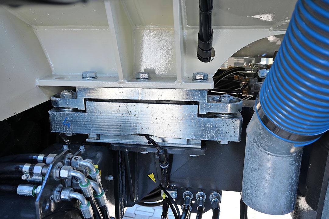 Er zijn zes weegpunten geplaatst tussen tank en chassis.