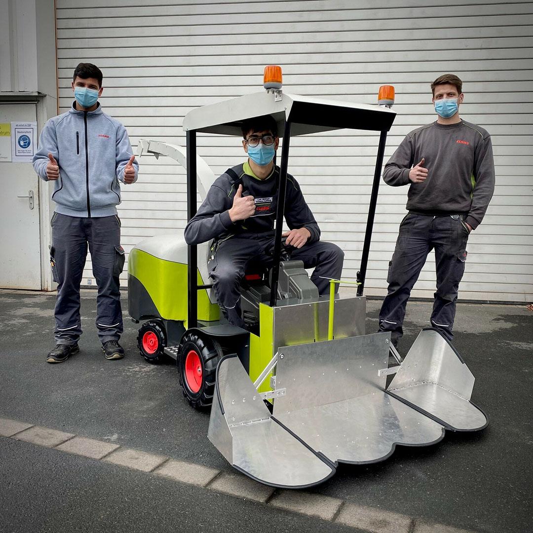 De stagiaires industriële mechanica van het technisch opleidingscentrum van Claas hebben de ontwerpwensen van de kinderen omgezet. Het afgewerkte prototype werd in april 2021 gepresenteerd.