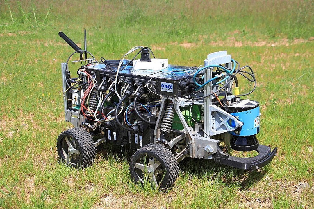 Bij de eenvoudigste opdracht (basisnavigatie) won team Betelgeuze Nova (hier hun 'echte' robot). Ze rondden de opdracht af in 2 minuut 22 en molesteerden al doende slechts vier maisplanten.
