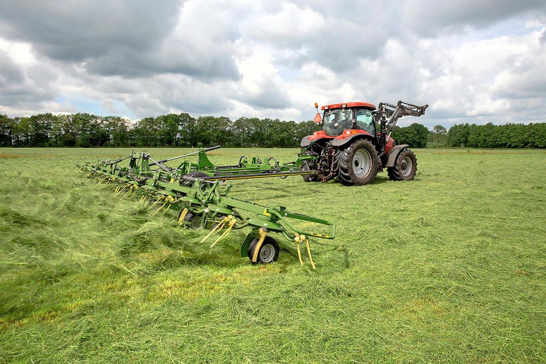 Krone-schudder in actie. OptiTurn pakt het gras beter op en dus is een hogere rijsnelheid mogelijk, aldus de fabrikant.