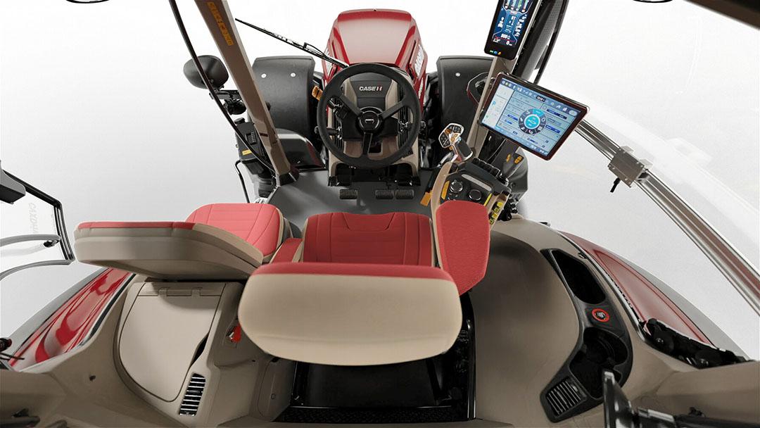De cabine biedt meer beenruimte, en heeft in totaal 7,5% meer volume. Het geluidsniveau is teruggebracht naar 66 decibel